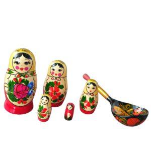 Ruska babuska matrjoska Zajemi sreco s polno zlico. Ideja za darilo komplet babuska in zlica Hohloma.