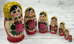 tradicionalna ruska babuska matrioshka kupiti 1