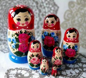 Kaj kupiti v Rusiji na potovanju. Najboljse darilo iz Rusije ruska babuska matrjoska.