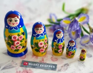 Tradicionalna ruska babuska v ruski trgovini Ruski ekspres